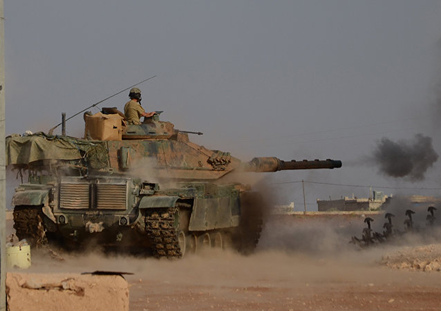 Turkish soldiers fire an upgraded M60 tank during fighting alongside members of the Free Syrian Army against Daesh group jihadists near the northern Syrian village of Beraan, north of the embattled city of Aleppo, on October 24, 2016