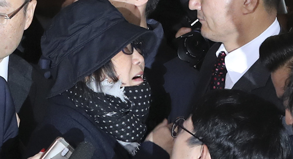 Choi Soon-sil, center left, a cult leader's daughter with a decades-long connection to President Park Geun-hye, is surrounded by prosecutor's officers and media upon her arrival at the Seoul Central District Prosecutors' Office in Seoul, South Korea, Monday, Oct. 31, 2016