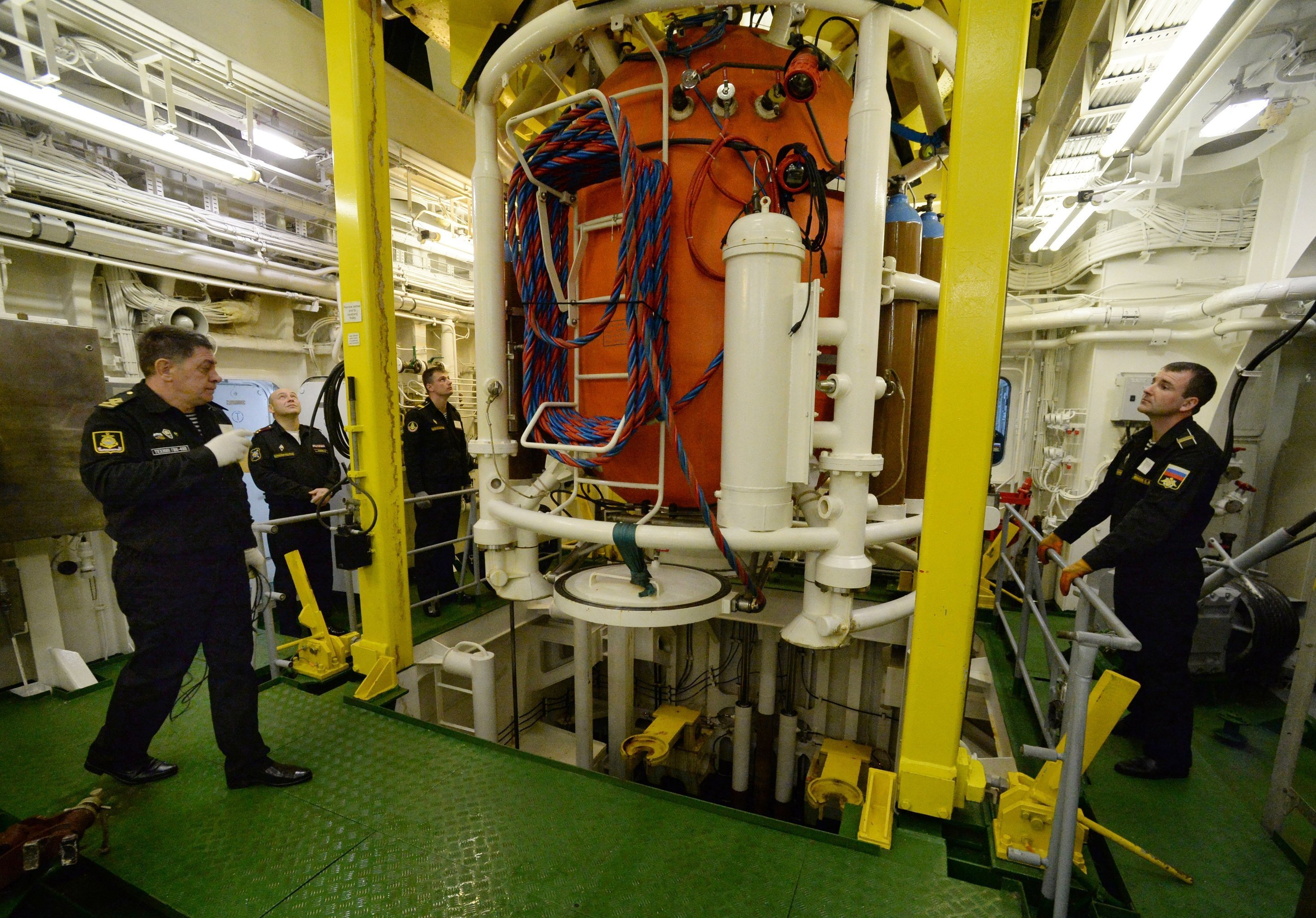 Lowering a diving bell at the Igor Belousov search and rescue vessel during a submarine crew rescue drill by the sea rescue service of the Pacific Fleet in the Peter the Great Gulf