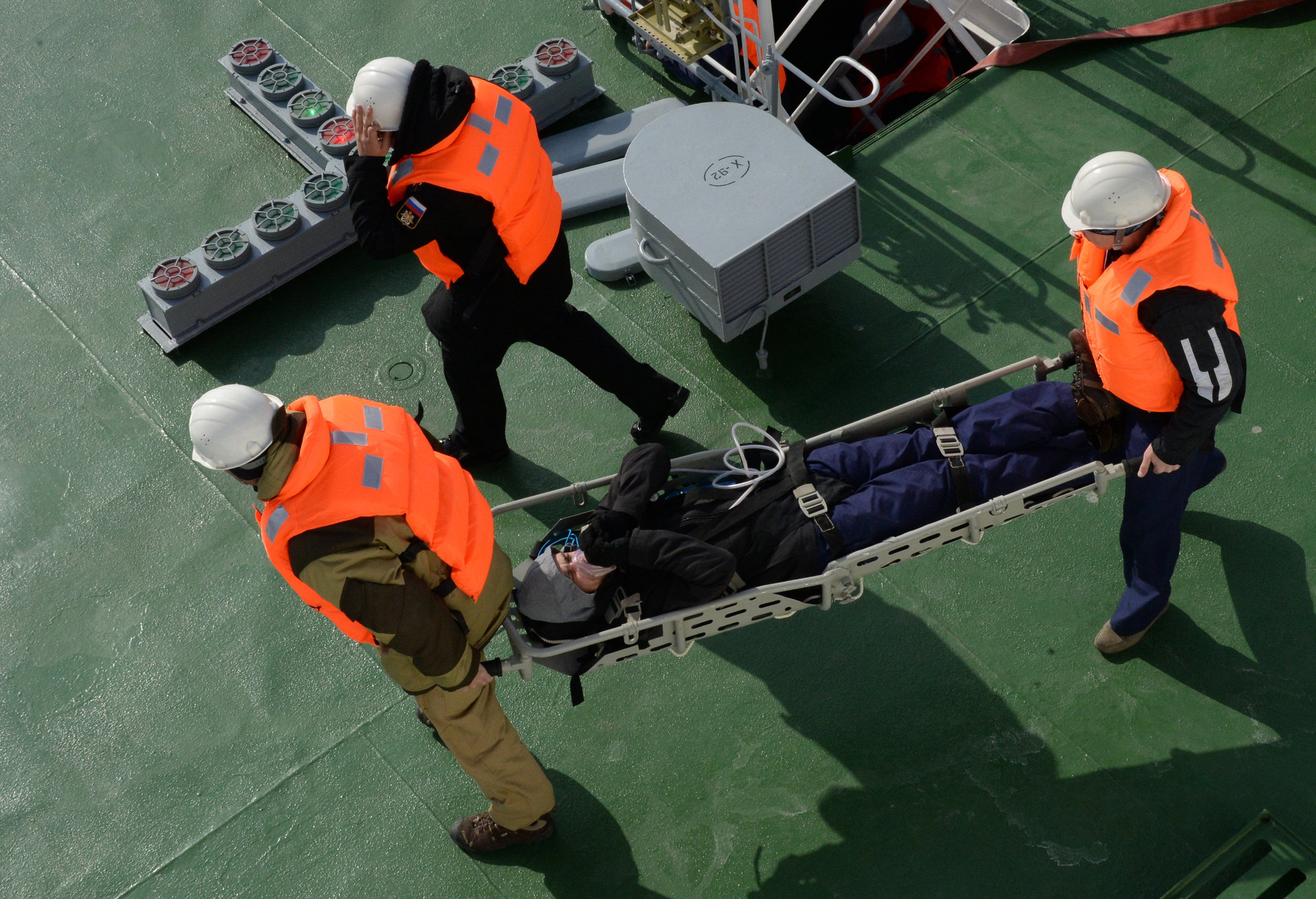 Transporting a submariner from the board of the Igor Belousov vessel during a submarine crew rescue drill by the sea rescue service of the Pacific Fleet in the Peter the Great Gulf