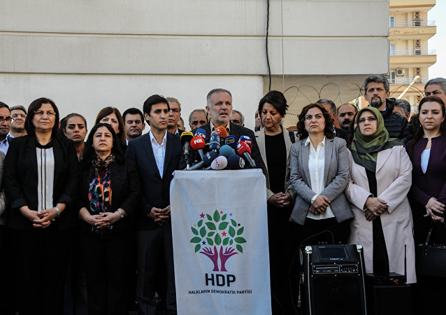 Parliament member of Pro-Kurdish Peoples' Democratic Party (HDP) and HDP spokesman Ayhan Bilgen (C) speaks on November 6, 2016 during a press conference in Diyarbakir. The pro-Kurdish People's Democratic Party (HDP) on November 6, 2016 said it was halting all its activities in the Turkish parliament after nine of its MPs, including the two co-leaders, were arrested.