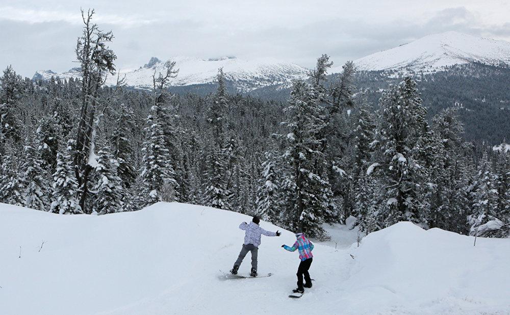Snowboarders slide down the slope in Ergaki Nature Park in the Western Sayan Mountains in Krasnoyarsk Region on November 4, 2016.