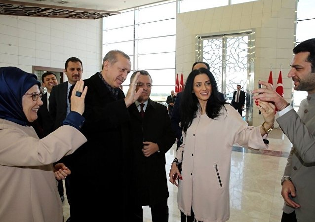 President Recep Tayyip Erdogan asked the filmmaker to interview Moroccan actress and model İmane El Bani for the actress Murat Yıldırım, from her mobile phone