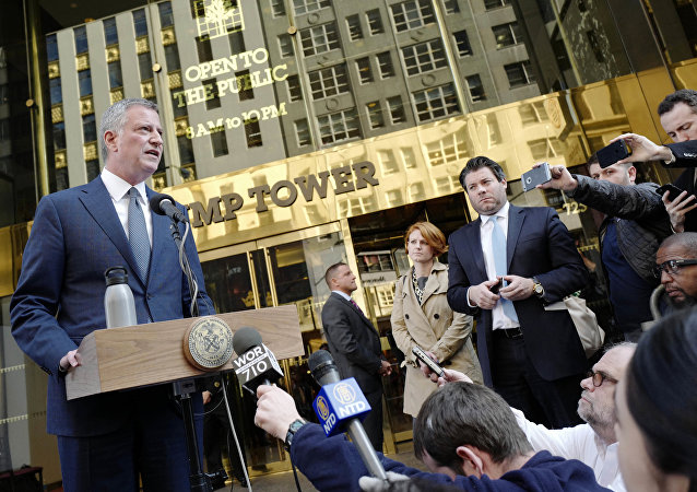 New York Mayor Bill de Blasio speaks during a news conference in front of Trump Tower following a meeting with President-elect Donald Trump, Wednesday, Nov. 16, 2016, in New York