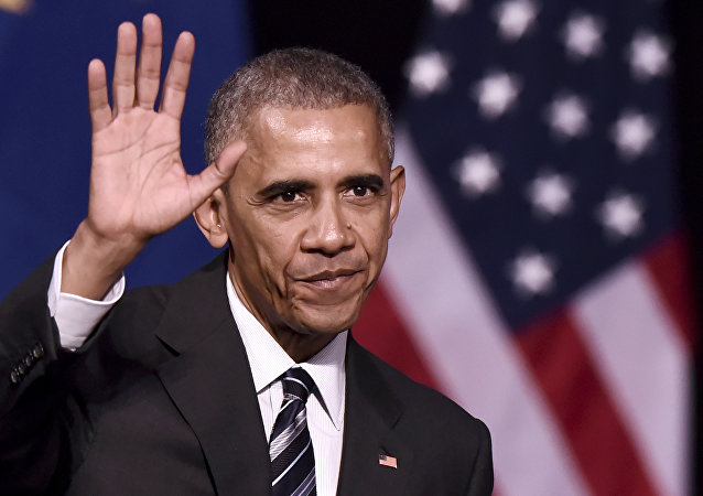 US President Barack Obama waves to the crowd after delivering a speech at the Niarchos foundation in Athens on November 16, 2016 at the end of his official visit in Greece