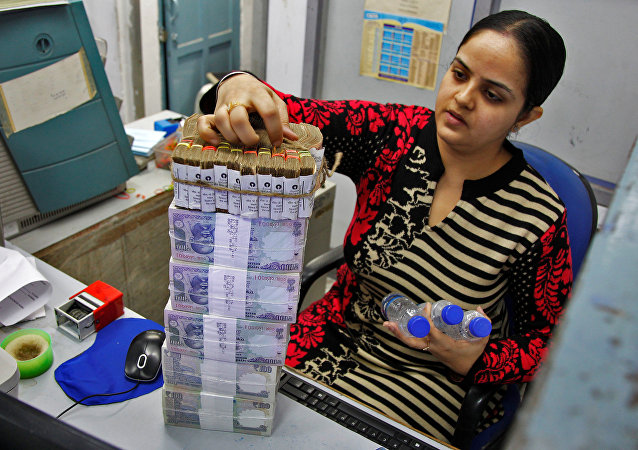 A cashier stacks Indian currency notes inside a bank in Chandigarh, India, November 19, 2016