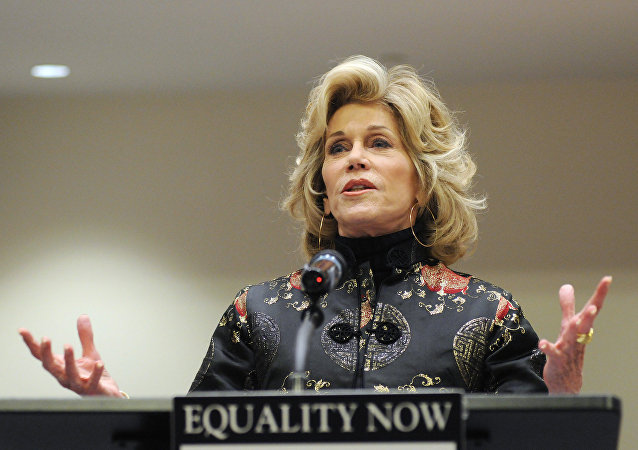 Jane Fonda Serves Thanksgiving Meal to Standing Rock Water-Defenders