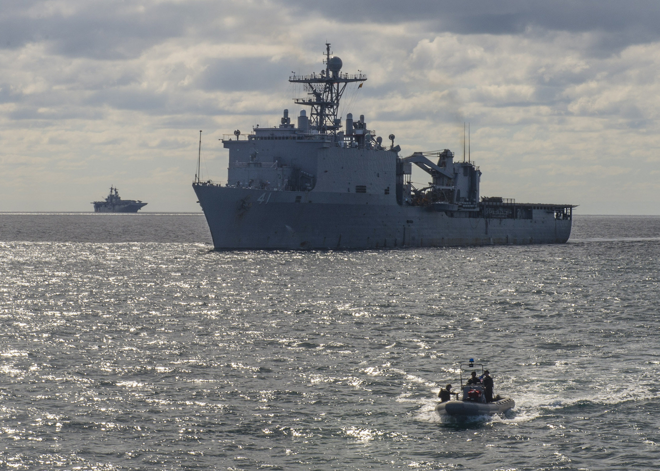 Dock landing ship USS Whidbey Island (LSD 41) conduct small boat operations with the amphibious assault ship USS Wasp (LHD 1)