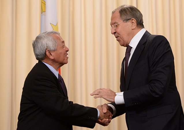 Russian Foreign Minister Sergei Lavrov and his Philippine counterpart Perfecto Yasay meet in Moscow