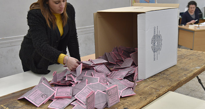 A polling station officer prepares the counting of the ballots at the end of the vote for a referendum on constitutional reforms, on December 4, 2016 in a polling station in Rome.