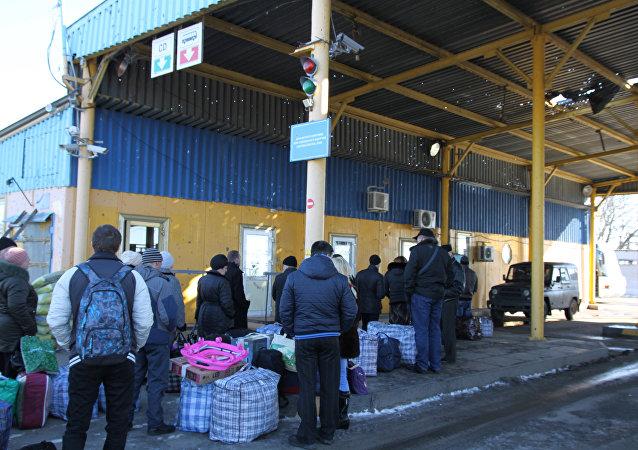A line on Uspenka border crossing point in the Donetsk Region on the Russia-Ukraine border.