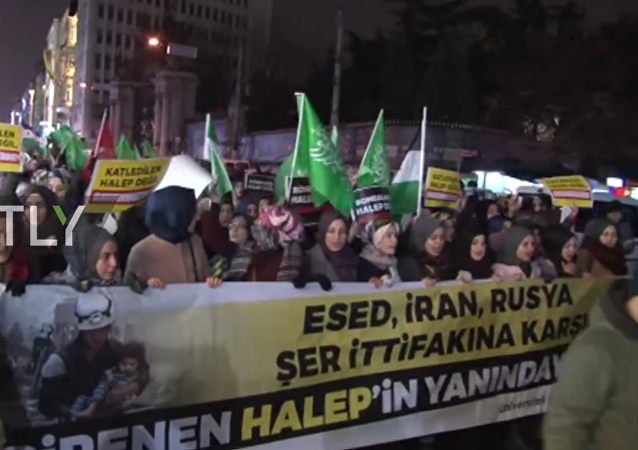 Protests broke out outside the Russian General Consulate in Istanbul on Tuesday evening following reports about the liberation of the strategically important city of Aleppo by the forces of Syrian President Bashar Assad.