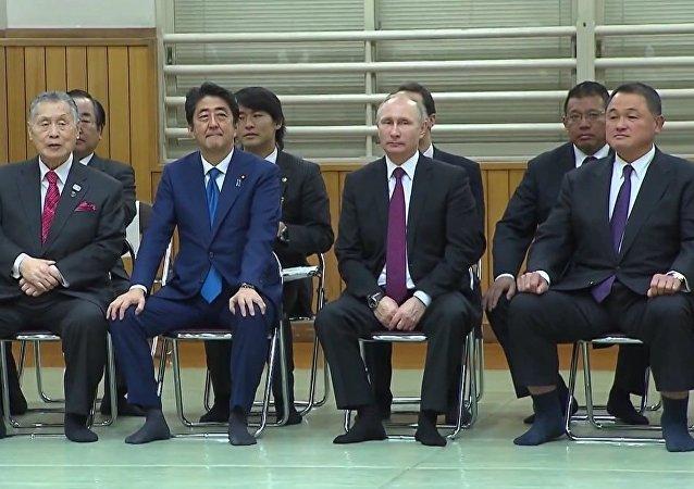 Putin & Abe Watch Judo Match In Tokyo