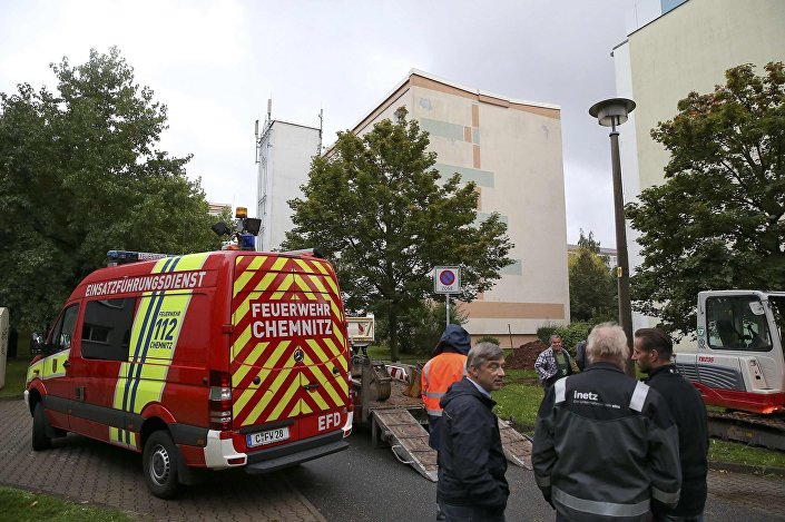 German police search a housing area in the eastern city of Chemnitz on suspicion that a bomb attack was being planned in Germany, October 8, 2016