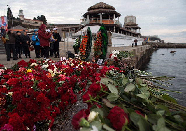 Sochi residents bring flowers, candles to South Pier Square