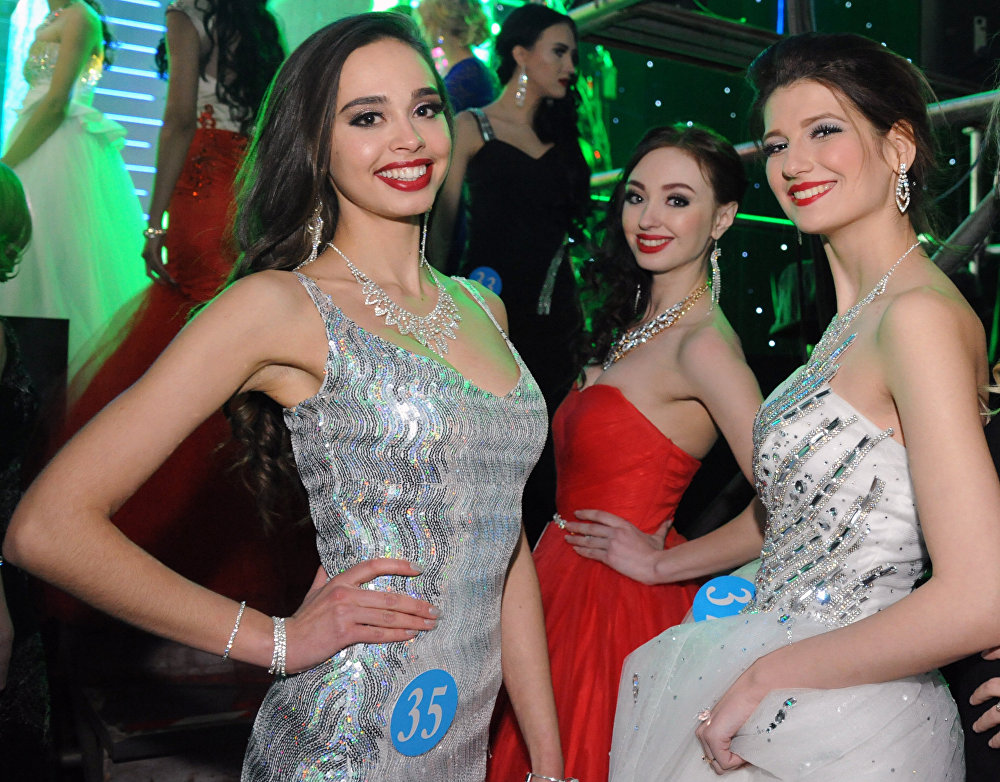 'Snow Queen': Chinese, Russian, Mongolian Beauties Compete in Pageant