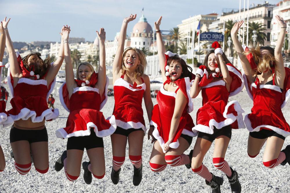 Russian Snow Maidens VS Santa Girls