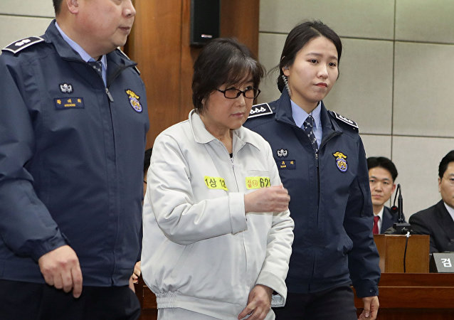Choi Soon-sil, the woman at the centre of the South Korean political scandal and long-time friend of President Park Geun-hye, appears for her first trial at the Seoul Central District Court on January 5, 2017 in Seoul, South Korea