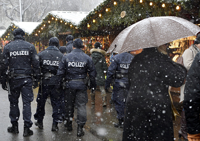 Police patrols on December 20, 2016 a Christmas market in Vienna, the day after a terror attack in Berlin's Christmas market