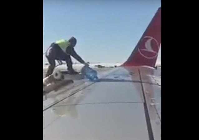 Men Try to Wash a Plane Using a 20-Liter Bottle