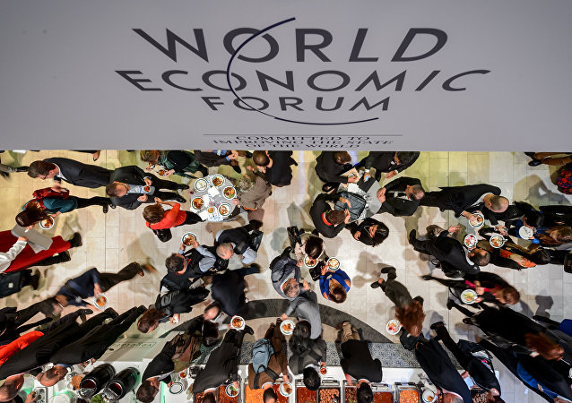People share a lunch during the World Economic Forum (WEF) annual meeting on January 24, 2015 in Davos