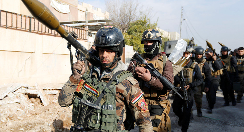 Iraqi Special Operations Forces (ISOF) carry weapons during clashes with Daesh militants in frontline near university of Mosul, Iraq, January 13, 2017.