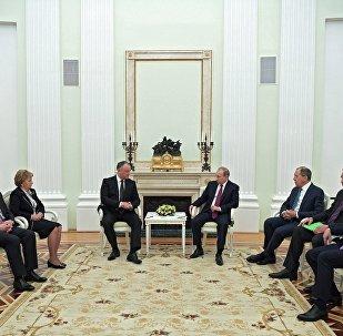 Russian President Vladimir Putin and Moldova's President Igor Dodon.