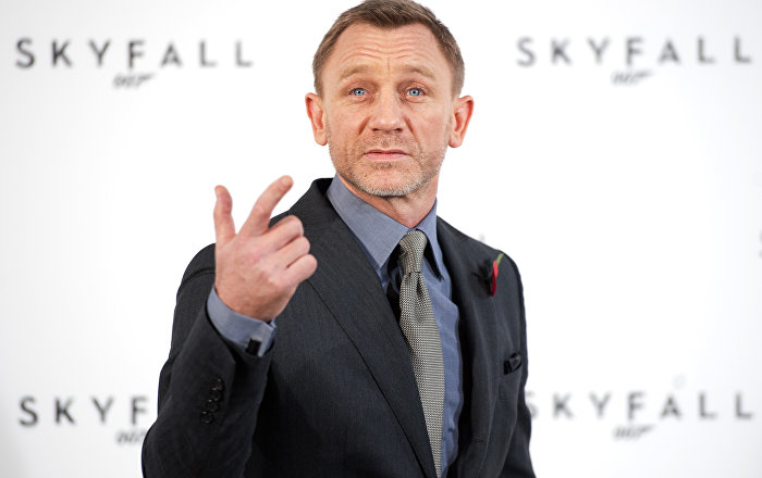 James Bond Should Quit Smoking and Martinis if He Wants to 'Die Another Day'