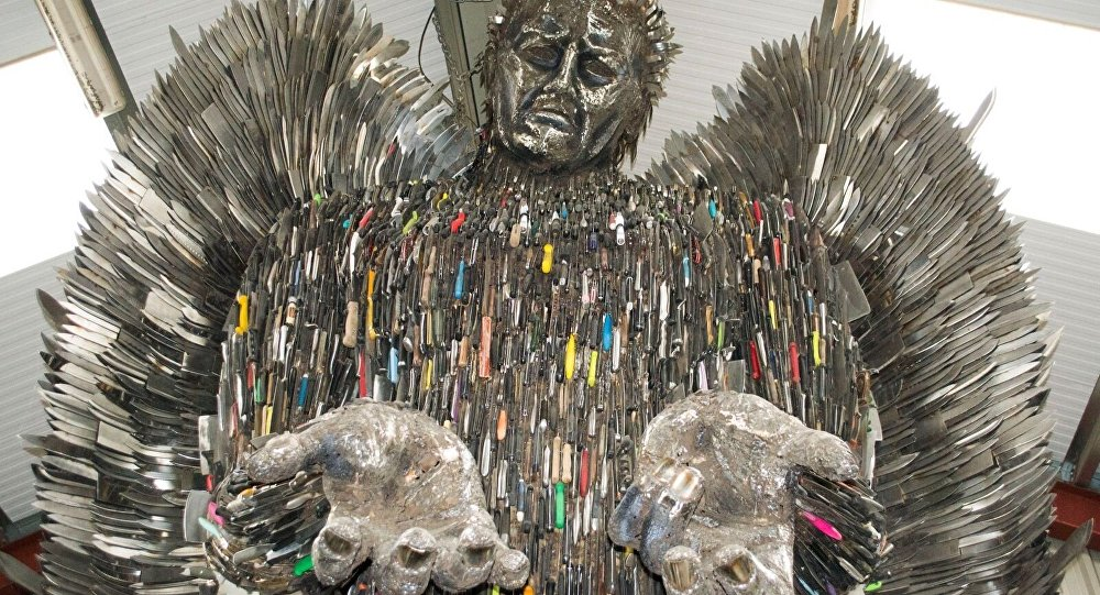 Knife Angel Statue By Ironwork Center Helps Police Govt Heal - Artist makes angel sculpture from more than 100000 confiscated weapons