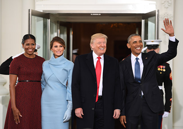 US President Barack Obama(R) and First Lady Michelle Obama(L) welcome Preisdent-elect Donald Trump(2nd-R) and his wife Melania to the White House in Washington, DC January 20, 2017