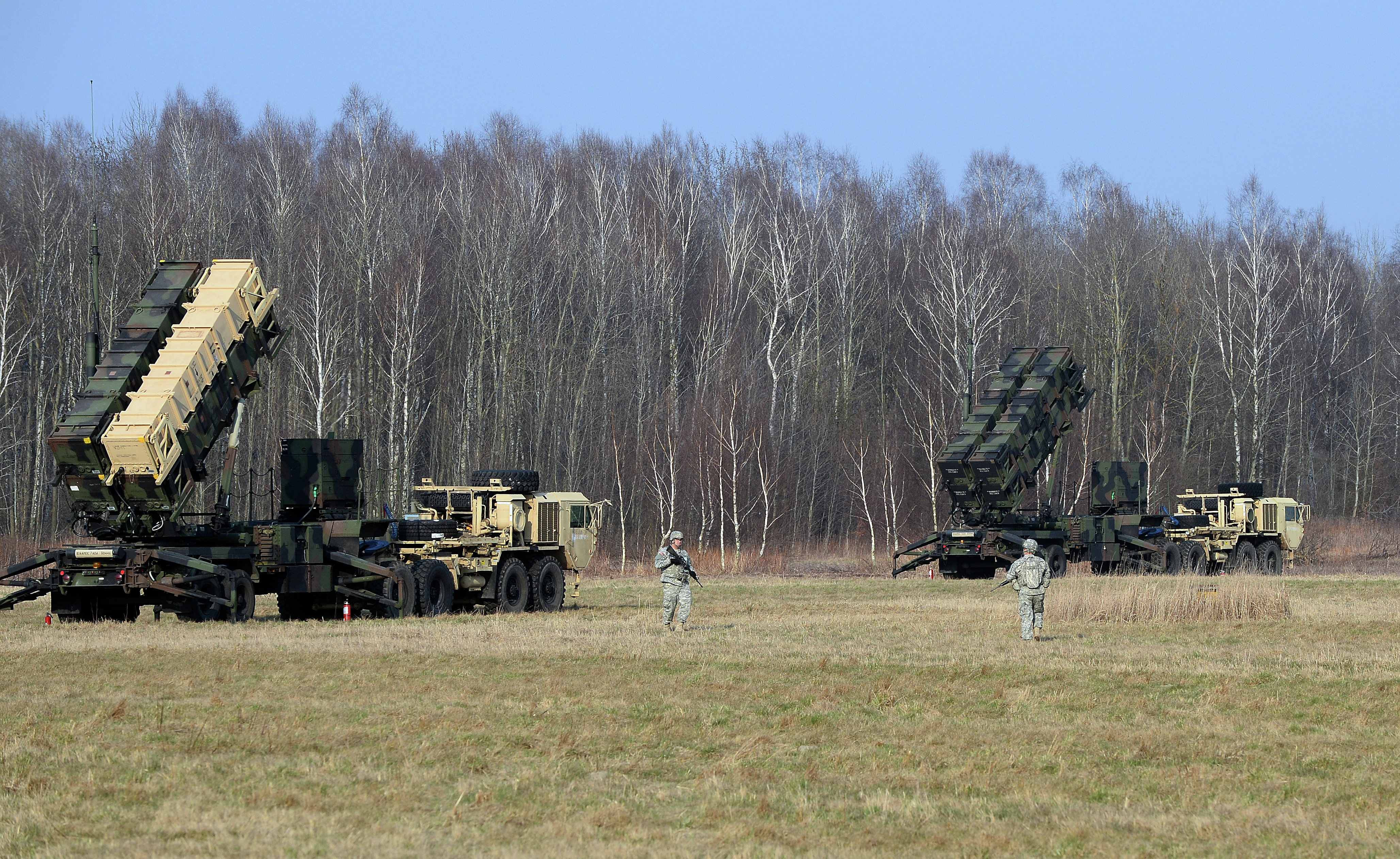 This picture taken on March 21, 2015 shows US troops from the 5th Battalion of the 7th Air Defense Regiment emplace a launching station of the Patriot air and missile defence system at a test range in Sochaczew, Poland
