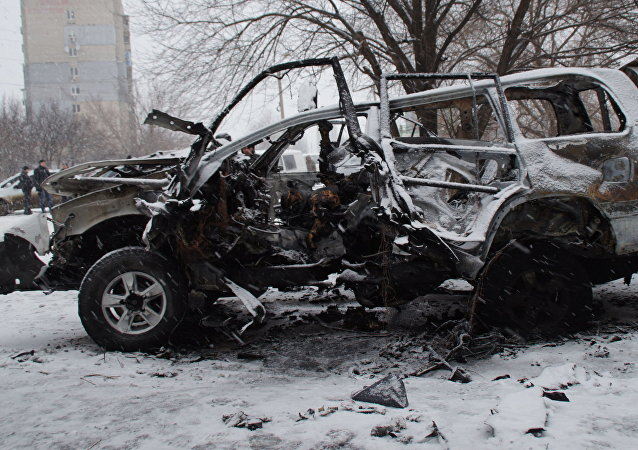 A car, which was blown up in Luhansk on Saturday, belonged to the Luhansk People's Republic's (LPR) People's Militia Command Chief Colonel Oleg Anaschenko