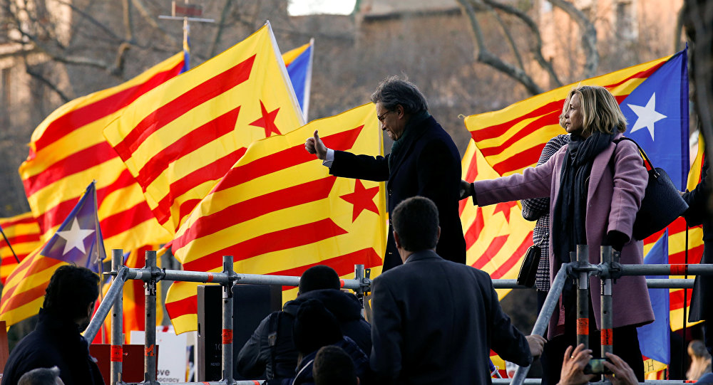 Former Catalan President Artur Mas and former regional councilors Joana Ortega and Irene Rigau gesture to a crowd of people waving Catalan Estelada flags as they arrived to court in Barcelona, Spain, February 6, 2017