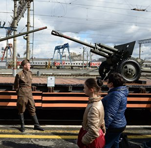 Samples of artillery weapons (left: ZiS-2 cannon, right: ZiS-3 cannon) on the open platform of the Army of Victory propaganda train, which arrived at a Yekaterinburg railway station