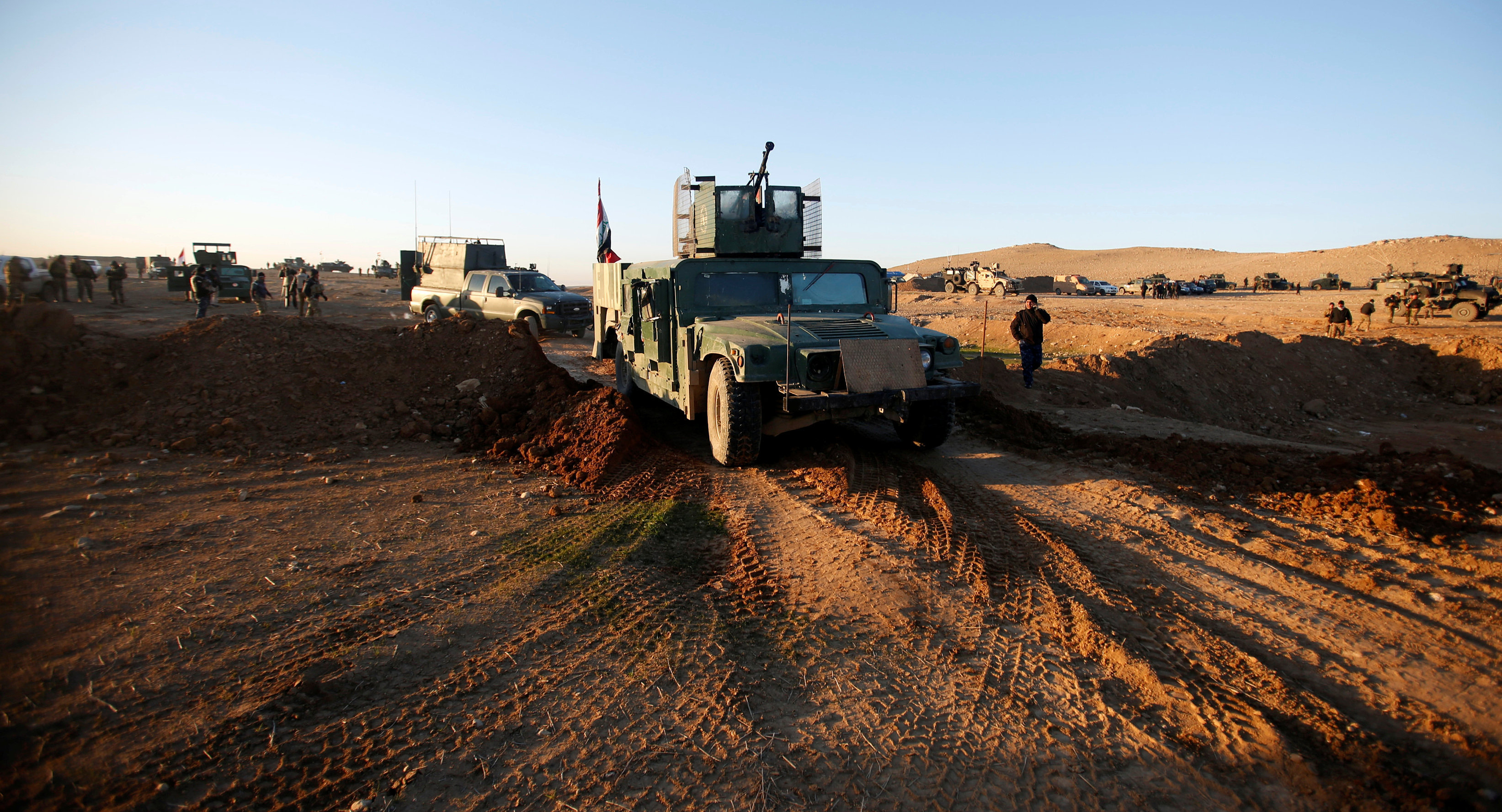 Iraqi security forces advance towards the western side of Mosul, Iraq February 19, 2017
