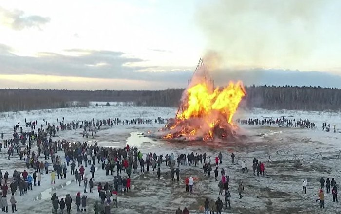 Massive Sculpture Burning At Maslenitsa Party