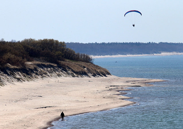 Paragliders patrol on Curonian Spit