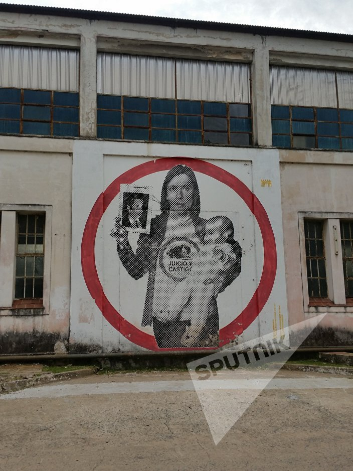 A large artwork-mural on the side of a building on the ESMA site (it is a large site, a former naval base) shows a woman and a baby. The words mean judgment and punishment.