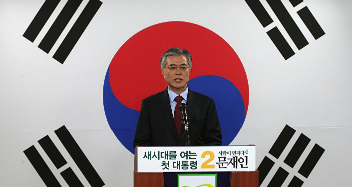 Opposition Democratic United Party's presidential candidate Moon Jae-in speaks in front of a national flag during a press conference at the party's headquarters in Seoul, South Korea. (File)