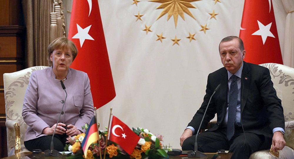 Turkish President Recep Tayyip Erdogan (R) listens on as German Chancellor Angela Merkel speaks during their meeting at the Presidential Palace on February 2, 2017 in Ankara