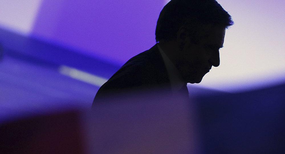 Hollande 'will vote Macron', calls Le Pen 'risk' for France
