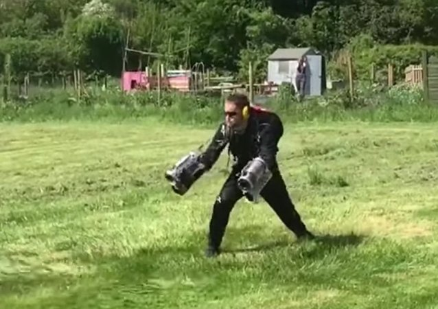 British entrepreneur invents, builds and files patent for Iron Man-like flight suit