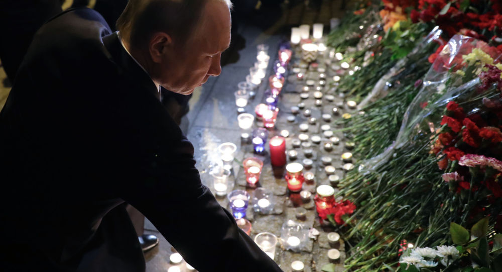 President Vladimir Putin lays flower near the Tekhnologichesky Institute metro station in St.Petersburg