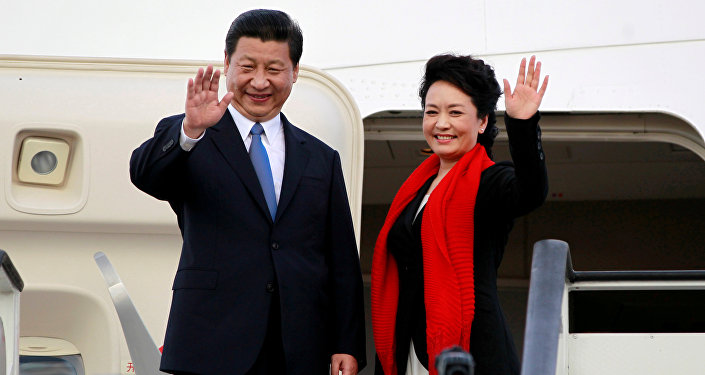 Chinese President Xi Jinping (L) and First Lady Peng Liyuan. (File)