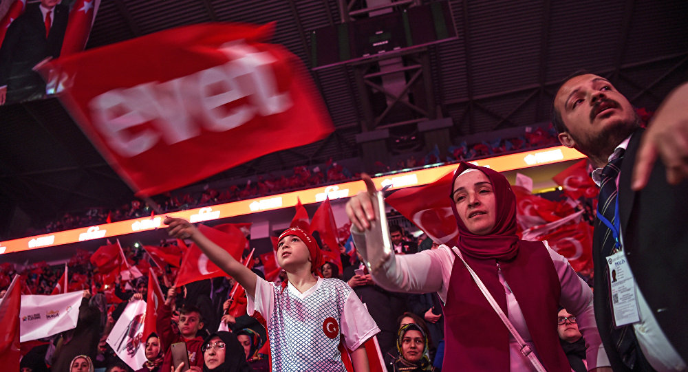 Turkey's rival parties rally for votes ahead of referendum
