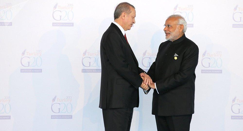Turkish President Recep Tayyip Erdogan, left, and Indian Prime Minister Narendra Modi at the opening of G20 summit in Antalya, Turkey, November 15, 2015.