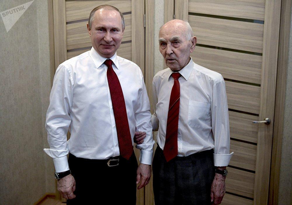 Russian President Vladimir Putin visited former head of the KGB intelligence group in Dresden Lazar Matveev, right, in Zhulebino