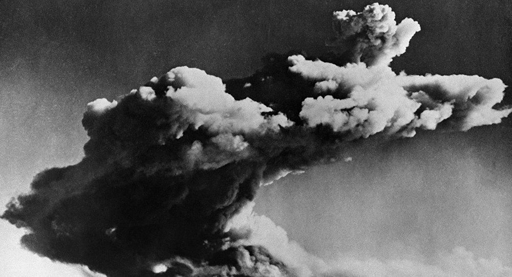 Picture taken 03 October 1952 of the test of the British first nuclear bomb, in the Archipelago of Montebello.