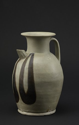 A Tang Dynasty ceramic wine vessel found at the Qinglong Town site