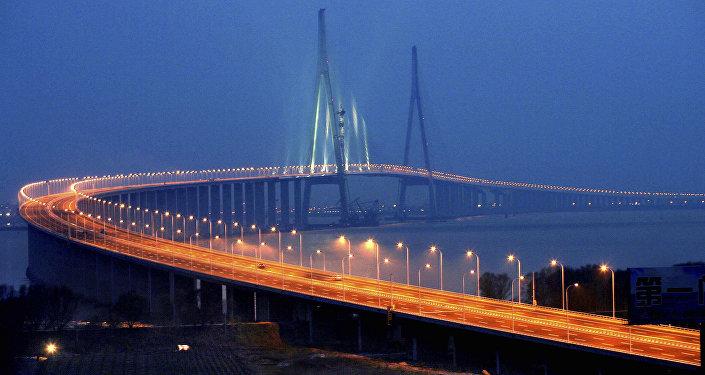 Sutong Bridge over the Chang Jiang (Yangtze River) — between Suzhou and Nantong, Jiangsu province — southern China (File)